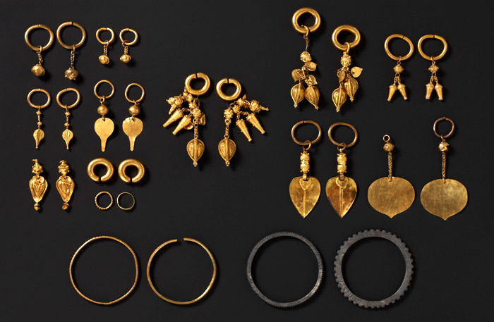 Earrings and bracelets from Okjeon, Hapcheon, etc (courtesy of the National Musem of Korea)
