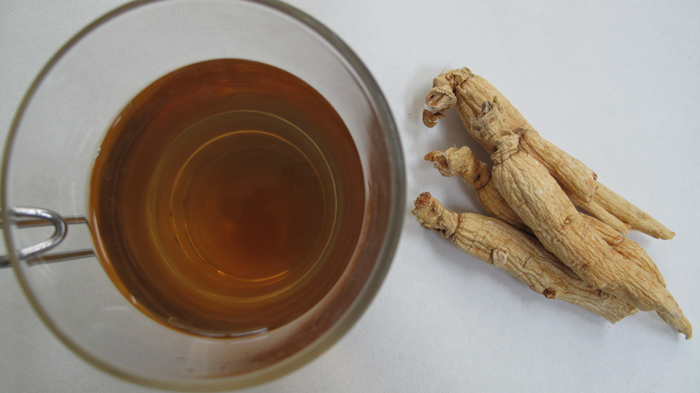 Ginseng tea and dried ginseng root (image courtesy of the Rural Development Administration)