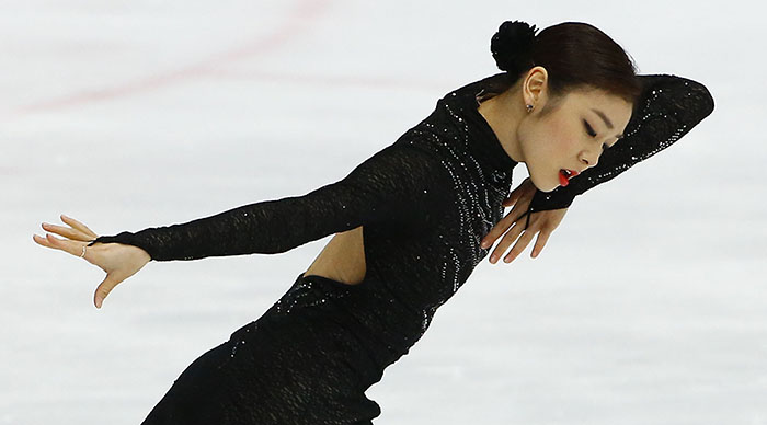 Kim Yuna stages her tango piece during the women's single free skating on December 8. (Photo: Yonhap News)
