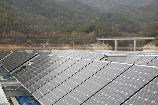 A solar power plant was built on a multi-purpose dam in Hapcheon County in November 2011. It's a 100-kilowatt solar power plant able to supply electricity to 30 households a year.