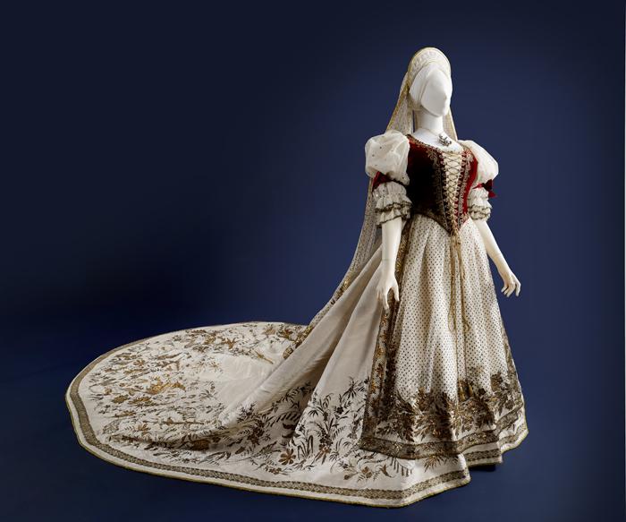 A Hungarian woman's gala dress (photo courtesy of the National Palace Museum of Korea)