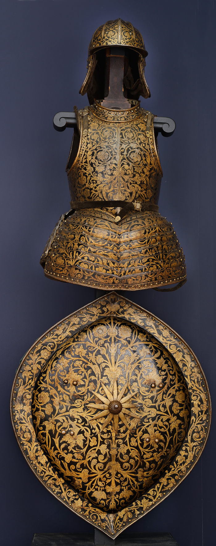 The emperor's armor, helmet and shield (photo courtesy of the National Palace Museum of Korea)