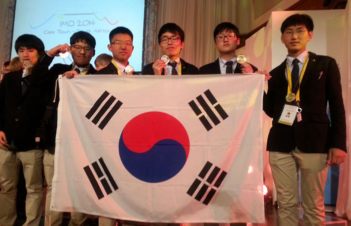 Korean students, including Kim Dong-Ryul of the Seoul Science High School (far right), pose for a photo during the IMO 2014. This year's IMO was held in Cape Town, South Africa, earlier in July. (photo courtesy of the Korea Foundation for the Advancement of Sciences and Creativity)