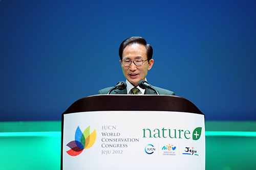 President Lee Myung-bak gives a congratulatory address at the opening ceremony of the 2012 IUCN World Conservation Congress on September 9 (photo courtesy of Cheong Wa Dae).