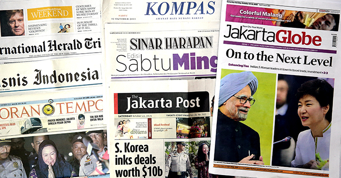 Indonesian papers publish detailed reports on President Park Geun-hye's state visit to Indonesia and on Korea-Indonesia economic cooperation, on October 12. (Photo: Jeon Han).