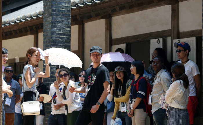 "Participants in the ""Exploring UNESCO World Heritage in Korea"" program listen as tour guide Lee Byeong-yoo explains about the royal tomb and its resident, the ""Boy King"" Danjong, the sixth monarch of the Joseon Dynasty, on May 31. (photo: Jeon Han)"