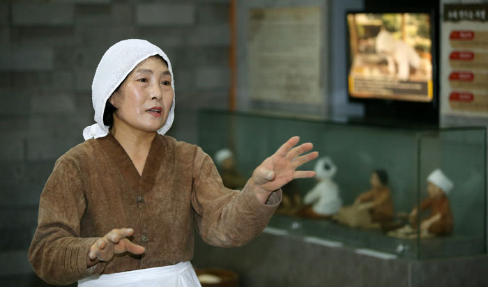 Kang Kyoung-soon, an individual of intangible cultural heritage registered with the Jeju government, expresses her hope to introduce <i>omegisul</i>, the traditional millet liquor of Jeju Island, to more people.