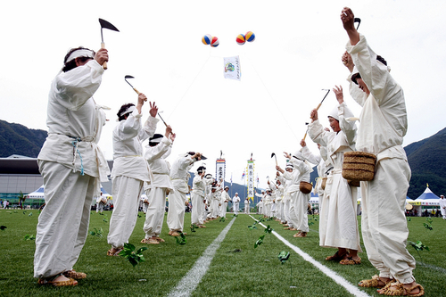 The Gangwon folk art festival in Gangwon-do was held under the theme of Arirang in 2011 (photo: Yonhap News).