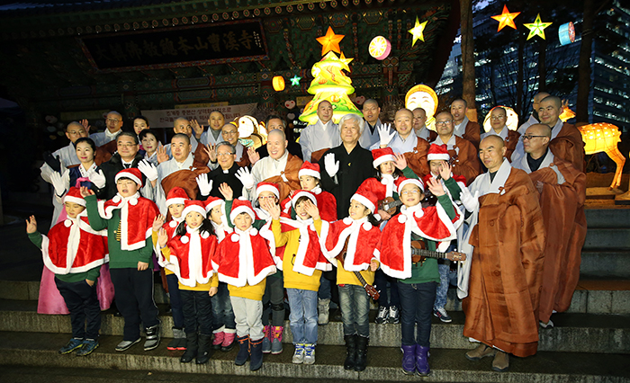 Buddhist monks and a children's choir pose for a photo during a lighting ceremony for a Christmas tree at Jogyesa Temple in Jongro-gu, Seoul, on December 17.