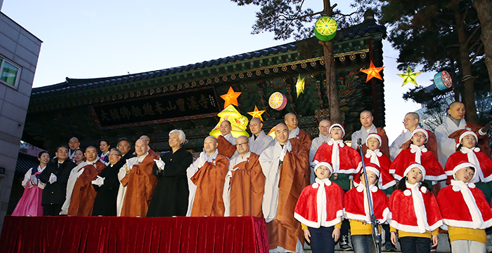 Representatives from different religions and a children's choir sing Christmas carols during the lighting ceremony for a Christmas tree at Jogyesa Temple in Seoul on December 17.