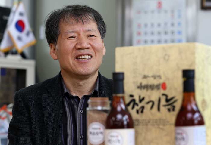 "Director Park Tae-sin of the Junggok Market Cooperative stresses that their own brand ""Aricheongjeong"" offers a lineup of strictly selected products (photo: Jeon Han)."
