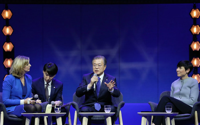President Moon Jae-in (middle) on June 12 speaks in a Q&A session after delivering the keynote speech at the Oslo Forum in the Norwegian capital.