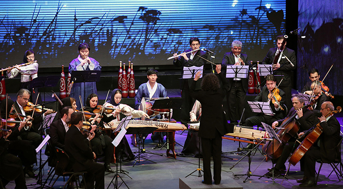 Korea's Contemporary Gugak Orchestra and Iran's National Orchestra perform 'Arirang Medley' as part of the Korea-Iran One Heart Festival in Tehran on May 2, where both traditional and modern music from Korea and Iran were brought to the stage.