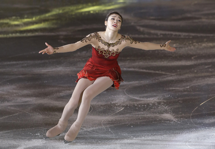 "Figure skater Kim Yuna performs to ""Nessun Dorma"" from the opera ""Turandot,"" part of her final ice show on May 6. (photo: Yonhap News)"
