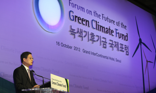 Korea's Prime Minister Kim Hwang-sik gives an opening speech at the Green Climate Fund forum at the Grand InterContinental Hotel in southern Seoul on October 16 (photo: Yonhap News).