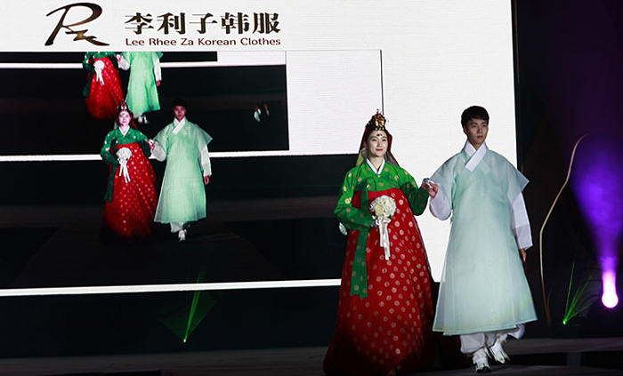 A Hanbok fashion show by Lee Rhee Za (photo: Korean Cultural Center in China)
