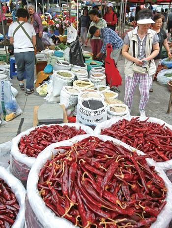 Seongnam's Moran Market © Yonhap News