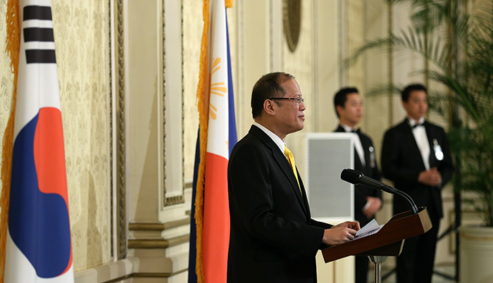 President Aquino delivers a speech during the state banquet held at Cheong Wa Dae on October 17. (Photo: Jeon Han).