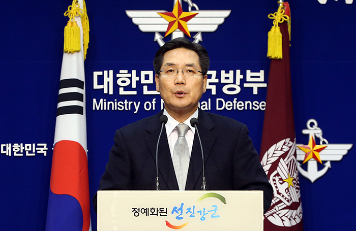Kim Min-seok, spokesperson for the Ministry of National Defense, announces on November 21 that the Korean government has decided to send 500 military engineers and medical professionals to the typhoon-torn Philippines. (photo: Yonhap News)