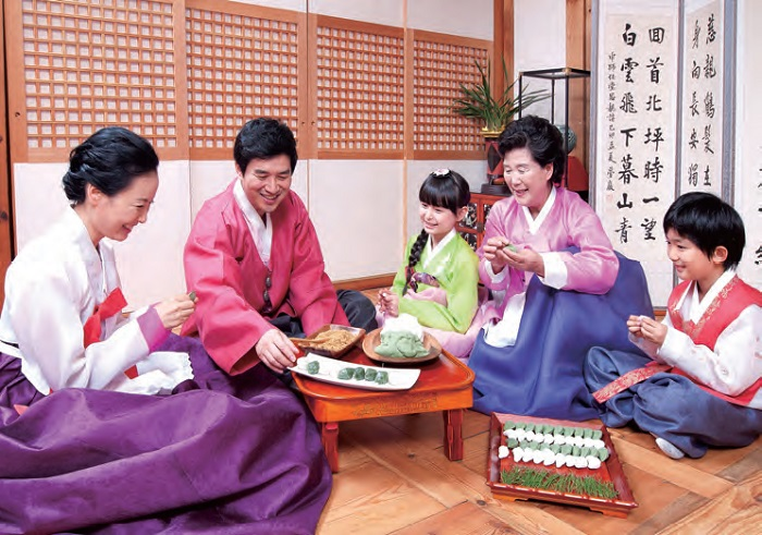 Chuseok and <i>Songpyeon</i>. During the mid-autumn holiday of Chuseok (15th day of the 8th lunar month), families gather together and make <i>songpyeon</i> (half-moon shape rice cake).
