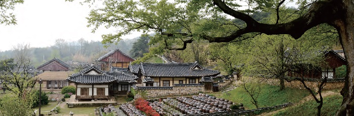 Hanok, traditional Korean houses: The ancient house of Yun Jeung, a Confucian scholar of the late Joseon (1392-1910) period, situated in Nonsan, South Chungcheong Province, also called <i>Myeongjae Gotaek</i> after his pen name