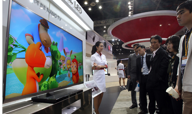 During the Korea Electronics Show (KES) 2010, LG Electronics introduced the world's first Nano Full LED TV.
