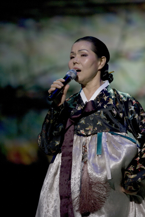 Traditional Korean folk song master Lee Chun-hee, is also the art director at the National Gugak Center. She personally sang Arirang to pay gratitude after Arirang was inscribed in the UNESCO list (photo courtesy of National Gugak Center).