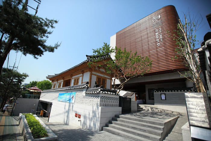 The Kahoe Catholic Church is in Gye-dong, northern Seoul. The neighborhood is where Chinese priest Zhou Wenmo (Ju Mun-mo) Jacobus, the first missionary to Korea, once celebrated Mass during the 1790s. (photo courtesy of the Archdiocese of Seoul)