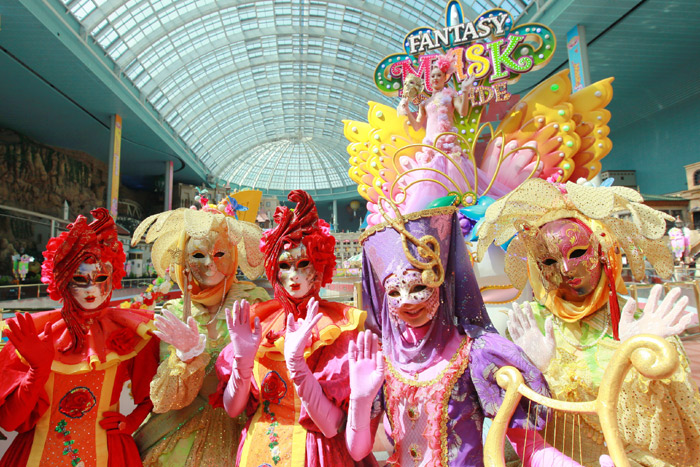 Performers wearing masks pose for a photo at Lotte World. (photo courtesy of Lotte World)