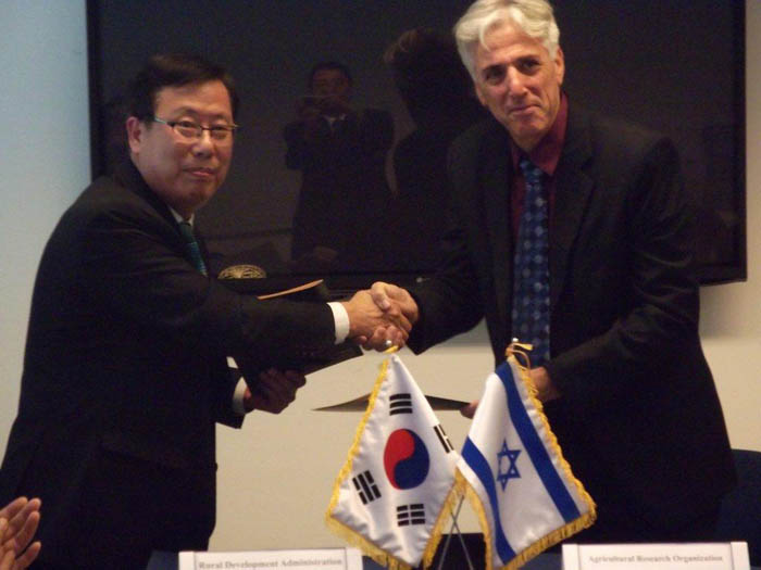 MOU_signing_with_RDA_Korea3.jpg