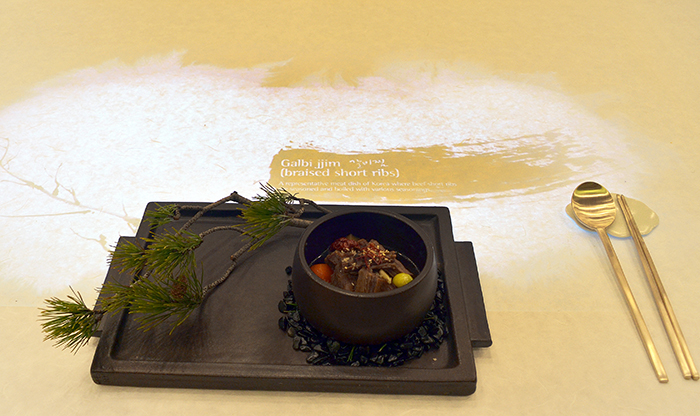 The name of the dish and a brief description of it are written on the table during a special luncheon for the leaders attending the ASEAN-ROK Commemorative Summit.