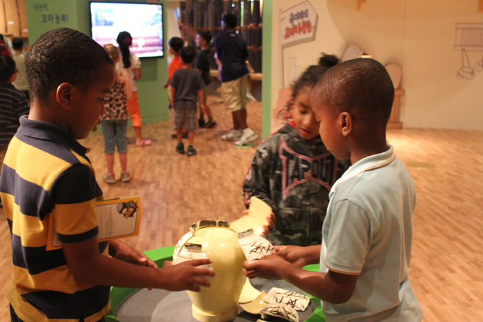 Children touch a celadon replica at the Children's Museum (photo courtesy of National Museum of Korea).