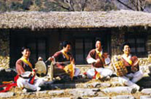 Samullori is a percussion ensemble for four different instruments: kkwaenggwari (small metal gong), jing (large metal gong), janggu (hourglass-shaped drum), and buk (barrel drum).