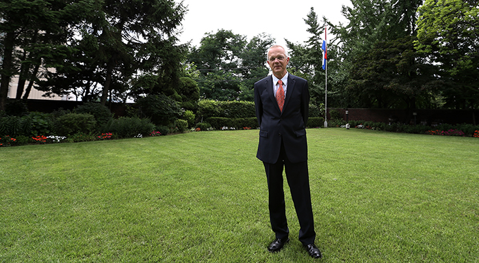 Dutch Ambassador to Korea Paul Menkveld stands in the garden of his official residence in Yongsan District, Seoul (photo: Jeon Han).