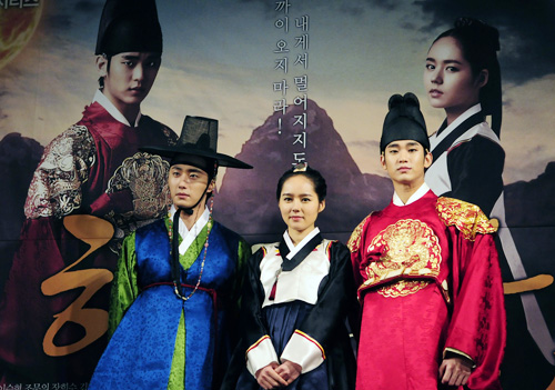South Korea's fusion sageuk, or period dramas with a modern touch, have all the elements needed to attract national and international viewers alike: captivating plots, mesmerizing characters, fascinating costumes, and sweet romance (Photo: Yonhap News).