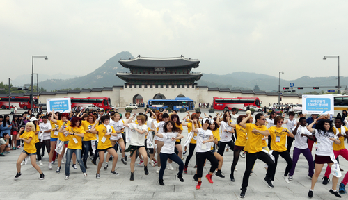 K-Pop Cover Dance Festival finalists assemble in a flash mob the heart of Seoul on September 21.