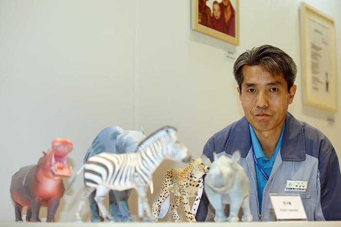 Park Seong-heon, master of paper craft : Korea net : The