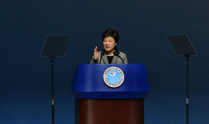 President Park Geun-hye delivers addresses at the ceremony commemorating the 94th March First Independence Movement Day.
