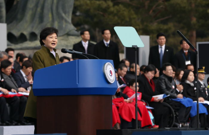 President Park Geun-hye (center) delivers an inaugural address at the presidential inauguration ceremony (National Assembly = Jeon Han).