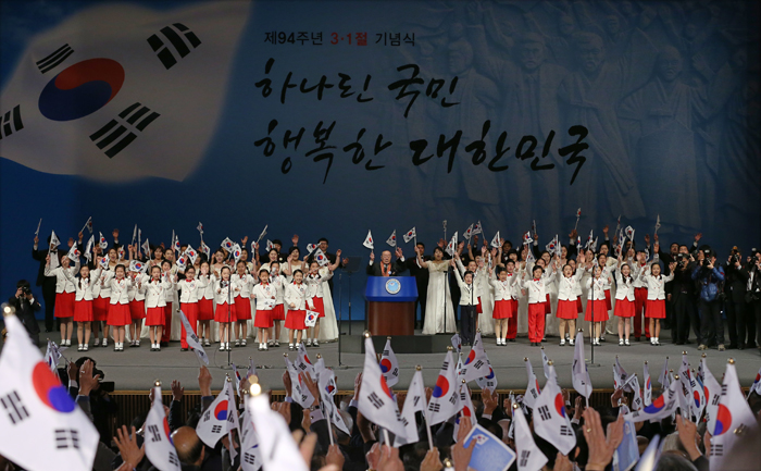 "Attendees of the March 1st Independence Movement Day commemorating ceremony shout ""daehanminguk manse"" (meaning ""Long Live Korea"") together (photo: Jeon Han)."
