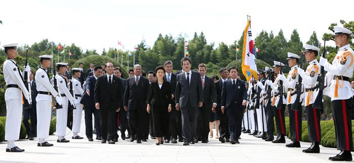 President Park (center left) and presidential aides enter the UN Memorial Cemetery (photo: Cheong Wa Dae).