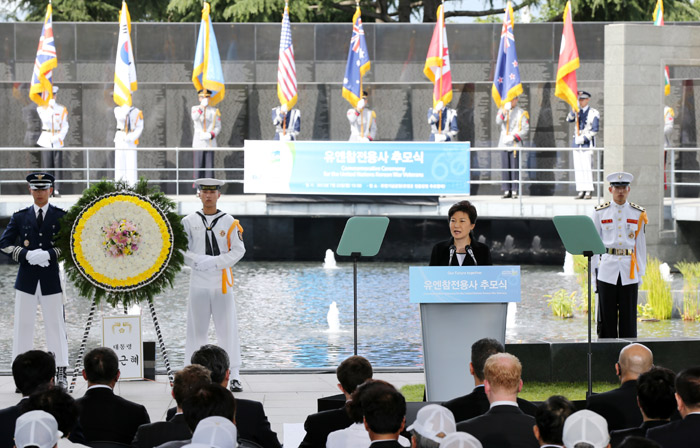 President Park makes an address during the memorial ceremony held at the UN Memorial Cemetery (photo: Cheong Wa Dae).