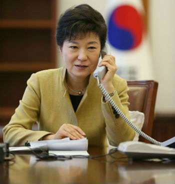 President Park holds a telephone conversation (photo from Cheong Wa Dae).