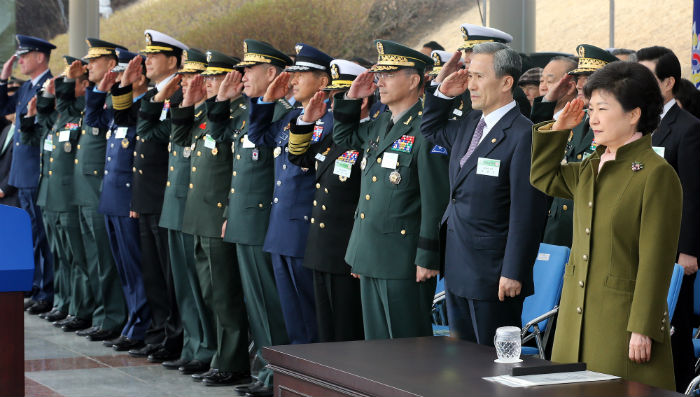 President Park (right) salutes the national flag on March 8 along with attendees of the commission ceremony held at Gyeryongdae on March 8 (photo: Yonhap News).