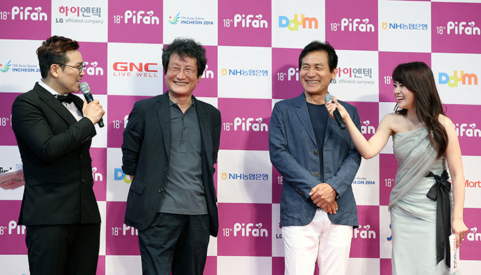 Actors Moon Sung-keun (center, left) and Ahn Sung-ki (center, right) attend the Pifan opening ceremony on July 17. (photo: Jeon Han)