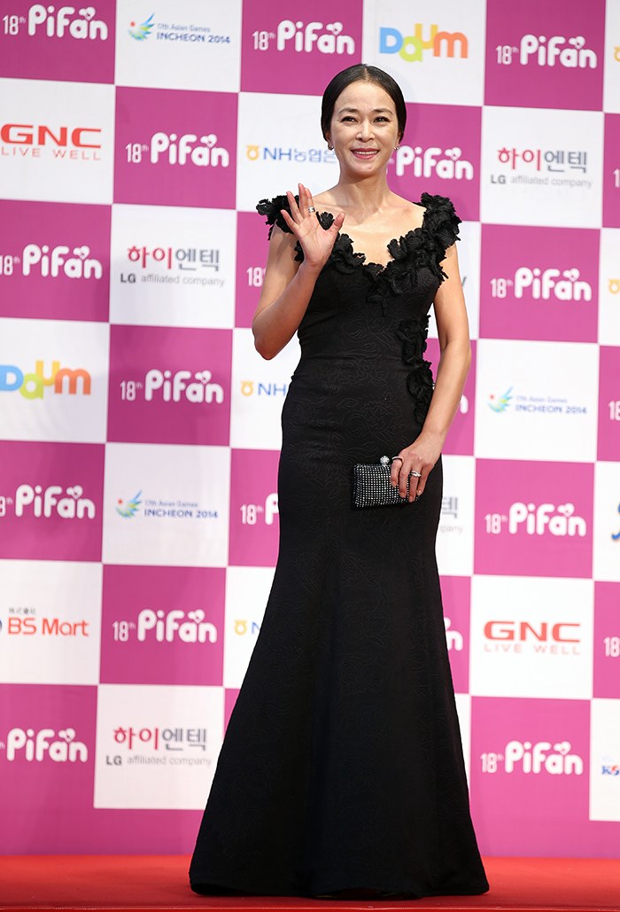 "Actress Jo Min-su poses for a photo on the red carpet at the Pifan opening ceremony on July 17. Jo is one of judges on the ""Puchon Choice: Feature"" award panel. (photo: Jeon Han)"