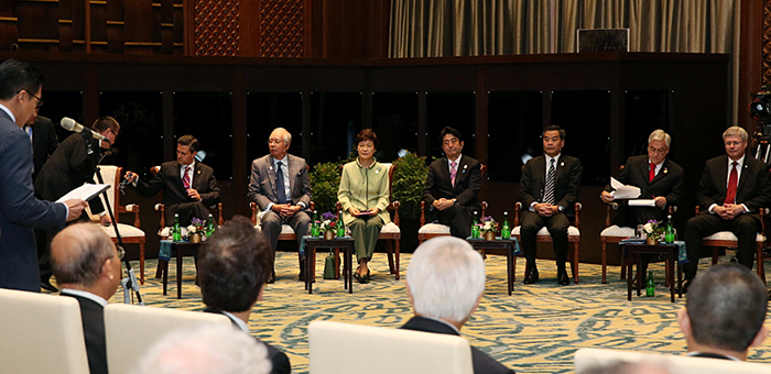 President Park Geun-hye participates in the APEC Business Advisory Council on October 7. (Photo: Cheong Wa Dae)