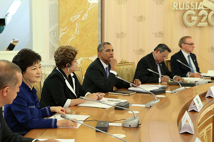 2. President Park Geun-hye (second from left) participates in the G20 meeting (photo courtesy of Cheong Wa Dae).