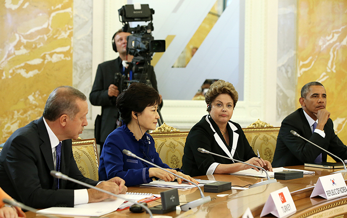 President Park Geun-hye (second from left) participates in the G20 meeting (photo courtesy of Cheong Wa Dae).