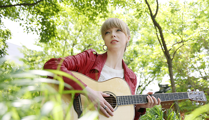 Singer Romina Alexandra Follinus has fallen in love with Korean songs. (photo: Jeon Han)